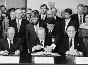 Abschluss der '2 + 4-Gespräche' in Moskau 1990 / Unterzeichnung des Vertrags